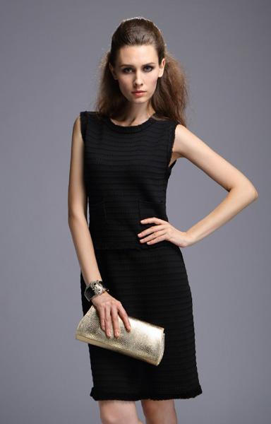 b92dd33548a4904 Теплое черное платье-футляр Chanel - на сайте Odry-style.ru