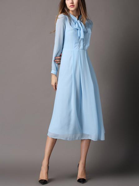 Шелковое голубое платье фото