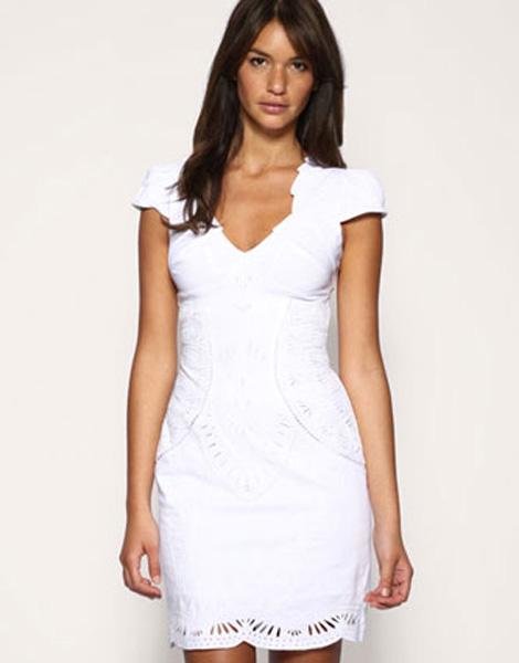 Белое платье из хлопка с вышивкой