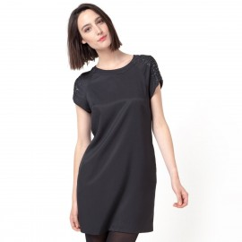 Платье короткое с короткими рукавами, бусинами и пайетками