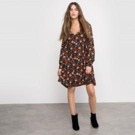 Платье с мягкими линиями и цветочным рисунком