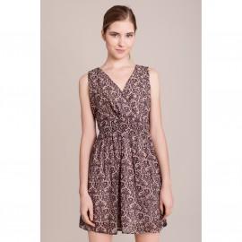 Платье с рисунком без рукавов