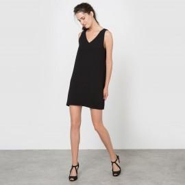 Платье прямого покроя декольтированное без рукавов
