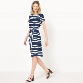 Платье с рисунком длиной до колен с короткими рукавами
