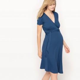 Платье однотонное длиной до колен с короткими рукавами