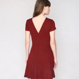 Платье расклешенное с кружевом и V-образным вырезом сзади