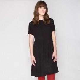 Платье с круглым вырезом и короткими рукавами