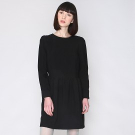 Платье с круглым вырезом и длинными рукавами
