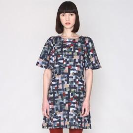 Платье прямое с рисунком, короткие рукава
