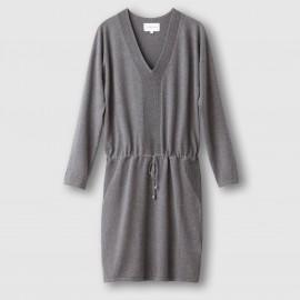 Платье-пуловер трикотажное.