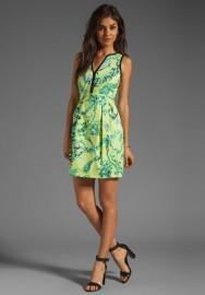 Солнечное и весеннее зеленое платье Escada