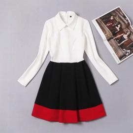 Трикотажное платье с расклешенной черной юбкой Chanel