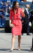 Ярко-розовое платье с поясом на талии Chanel