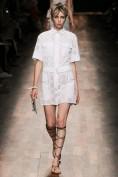 Легкое белое платье расшитое вышивкой ришелье Valentino