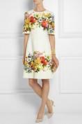 Красивое белое платье с цветным принтом Dolce and Gabbana