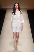 Легкое белое шелковое платье с вышивкой Alberta Ferretti