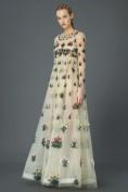 Длинное бежевое платье-сеточка с вышивкой Valentino