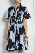 Стильное голубое платье с черным принтом Moschino