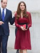 Шелковое красное платье с черным поясом Chloe