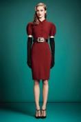 Модное красное платье с черным ремнем Gucci