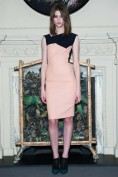 Розовое платье-футляр из трикотажа Roland Mouret