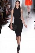 Черное платье-футляр с сеточкой Victoria Beckham