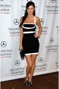 Черное платье-утяжка с белыми полосками Herve Leger