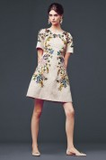 Красивое платье из жаккарда с ярким цветочным рисунком Dolce and Gabbana