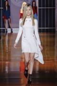 Белое платье с асимметричной шелковой юбкой Versace