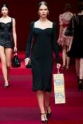 Черное платье с вырезом-сердечком Dolce and Gabbana