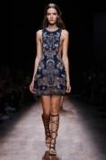 Джинсовое платье с вышивкой Valentino