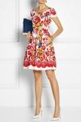 Женственное платье с ярким цветочным рисунком Dolce and Gabbana