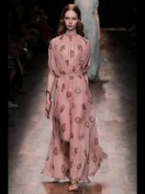 Длинное розовое платье с ракушками Valentino