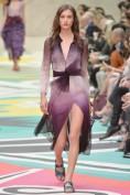 Чудесное шелковое платье фиолетового цвета Burberry