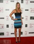 Короткое синее платье-бандо с открытыми плечами Herve Leger