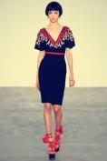 Модное синее платье украшенное цветной вышивкой Chanel