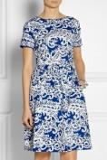 Женственное синее ретро-платье с белой росписью Roberto Cavalli