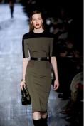 Стильное трикотажное платье цвета хаки Victoria Beckham