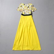 Платье украшенное геометрическим рисунком Moschino