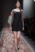 Черное вечернее платье с прозрачными рукавами Valentino