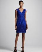Синее вечернее платье украшенное вышивкой Anne Klein