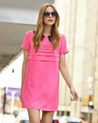 Короткое ярко-розовое платье с синим воротничком Victoria Beckham